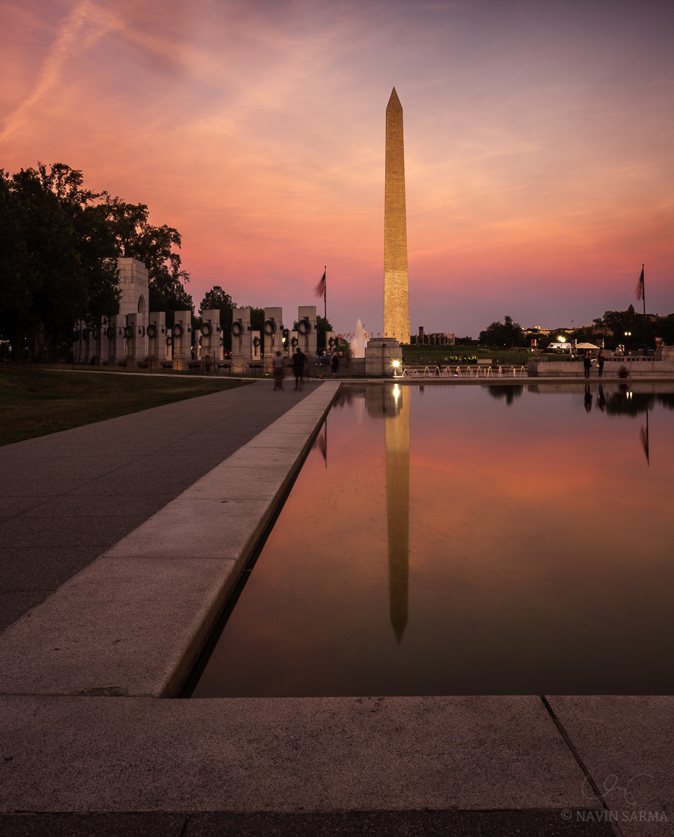 Cool and warm tones at sunset at the World War II Memorial